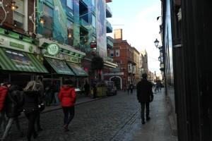 Vi går längs med Dublins gator