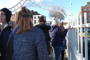 En bro med kärlektslås